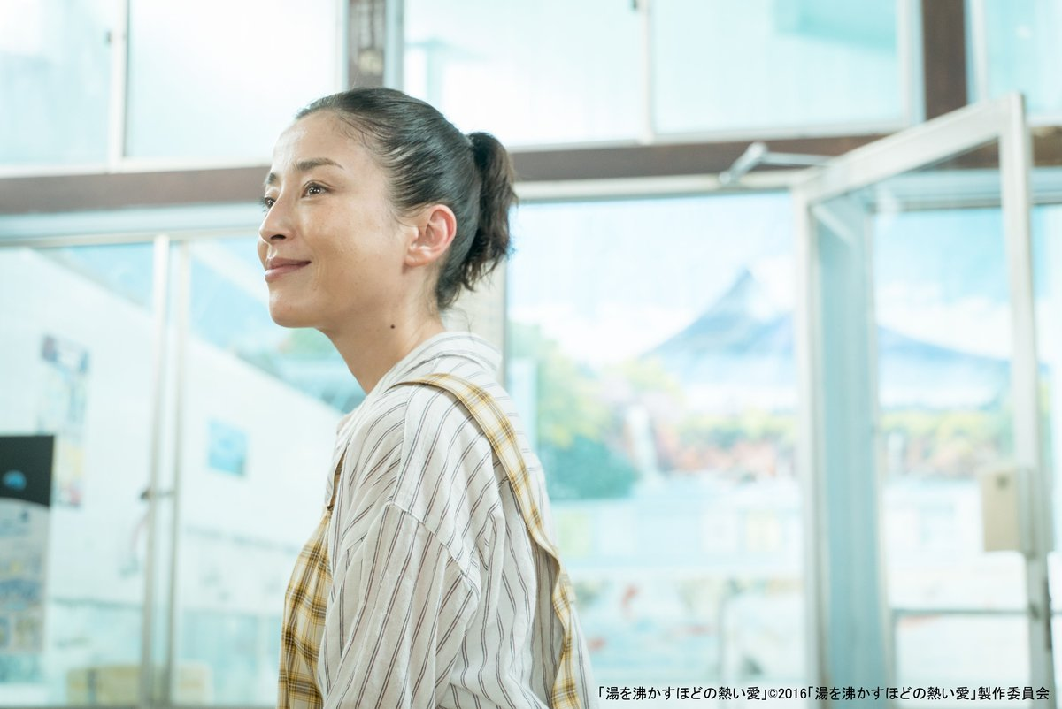 """test ツイッターメディア - ♨️明日放送♨️  「#湯を沸かすほどの熱い愛」 ◆6/30(火)よる7時~  #宮沢りえ さん演じる """"お母ちゃん""""の行動に みんなが救われてゆく…💪😢  ヒッチハイク青年には #松坂桃李 さん。 人懐っこいけど陰のある役にドキッとします🚗  #杉咲花 #オダギリジョー  https://t.co/gFzFPdCEZq https://t.co/FPV4c8Udbr"""