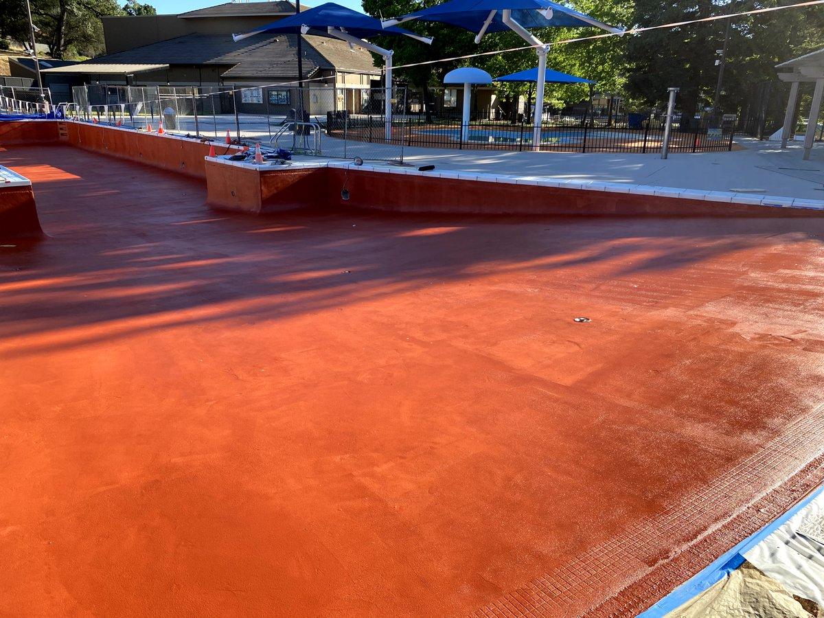 The pool resurfacing is coming along nicely in El Dorado Hills. Keep up the good work! #ittakesateam #pooldeck #decking #compositecoating