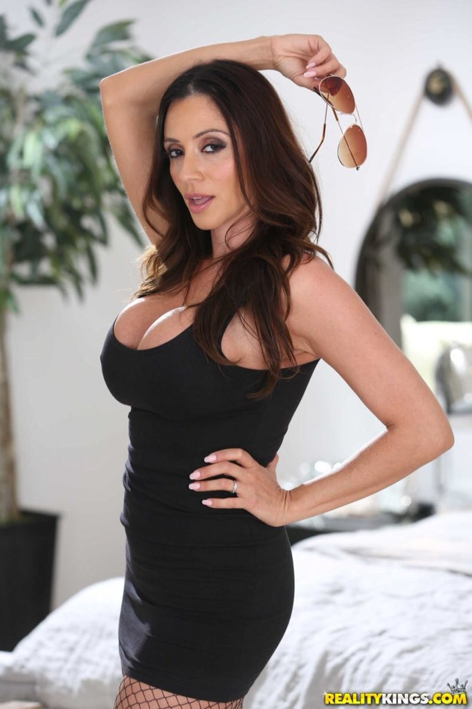 This is the sexually volcanic @AriellaFerrera this is #MILFMonday she is the #LatinMILF & obviously my #LatinaPornStaroftheMonth pure sex appeal & beauty! 😘😍😈😘😍😈
