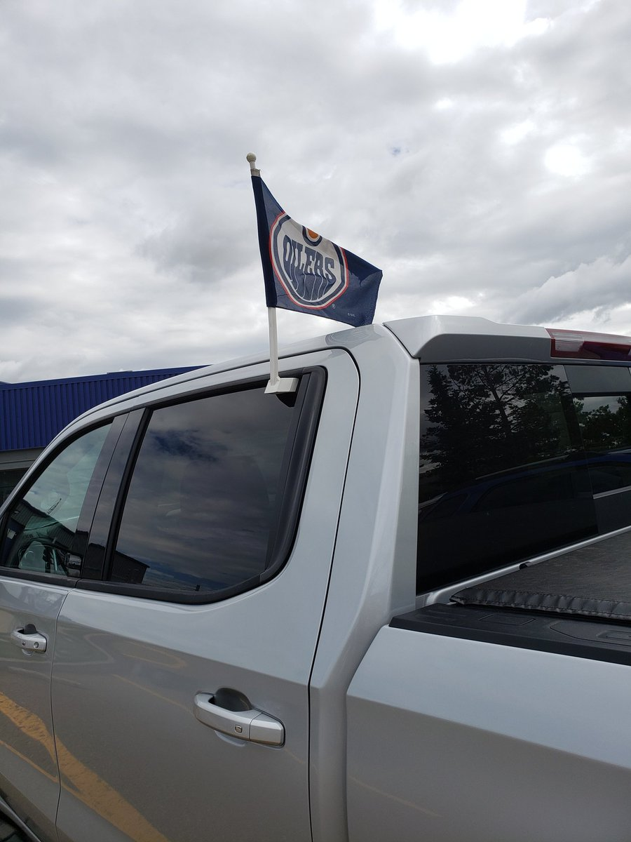 Anybody else break out their @EdmontonOilers car flag today? Hoping this one has just slightly more magic in it than it did in '06. #LFG!!!