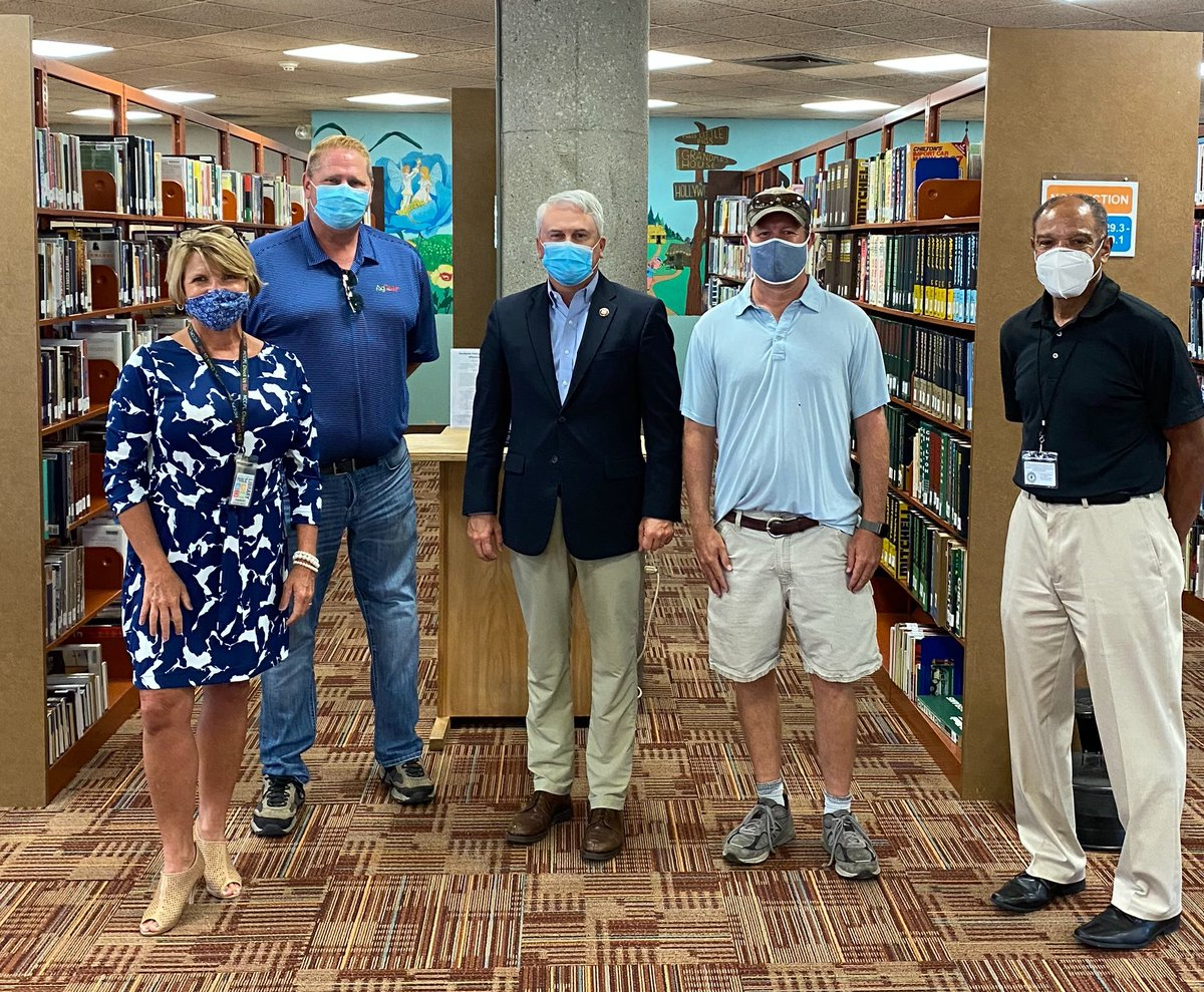Toured the fabulous Hopkinsville-Christian County Library & presented them with some surplus books from the US @librarycongress. The library is a vital part of the county with great leadership & an impressive business model. #KY1