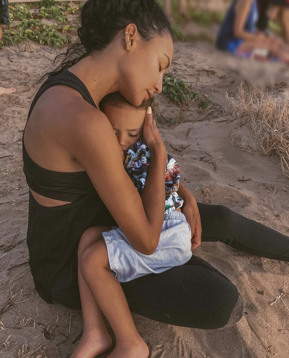 """Perhaps the most heartbreaking detail shared by Ventura County Sheriff Bill Ayub at today's press conference...  Naya Rivera's 4-year-old son told investigators she helped him into the boat after they swam. He looked back and saw her """"disappear under the surface of the water."""" 💔"""