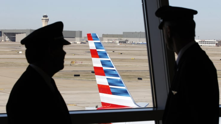 @AmericanAir is the latest carrier warning staff about potential #furloughs. #Airline revenue has plunged but carriers are prohibited under the terms of $25 billion in #FederalAid from laying anyone off until Oct. 1  #COVID19 #Pandemic #Outbreak #AA #pilots