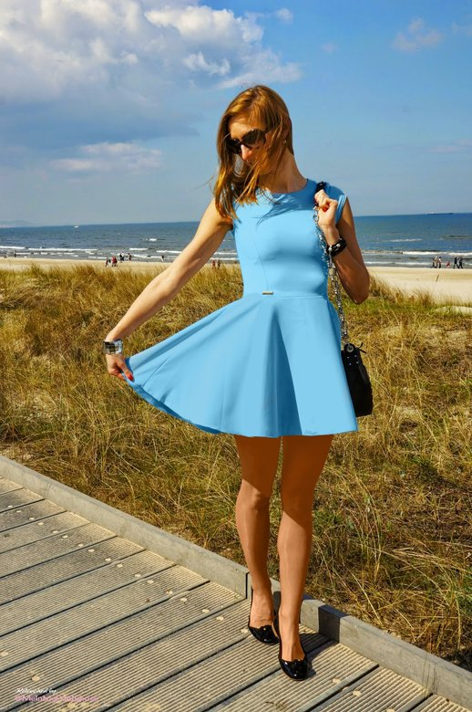 Beautiful summer fashion! Powder blue A-frame dress with nude #pantyhose and heels. A must outfit for a walk along the boardwalk!