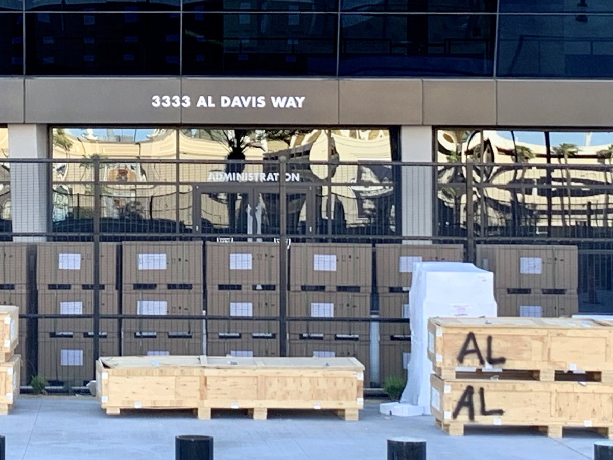 The Las #Vegas home of the @Raiders, @AllegiantStadm has its address. 3333 Al Davis Way, Las Vegas, NV, 89118. 17 days of work to go. #RaiderNation