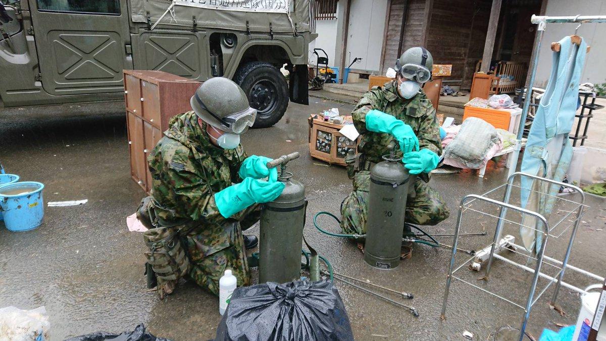 test ツイッターメディア - 第8師団(北熊本)は #令和2年7月豪雨 災害に伴い #熊本県 知事からの要請を受け県内各自治体等と調整・連携し人命救助や入浴支援等の #災害 派遣業務を引き続き行っています。 本日は #第8特殊防護隊(北熊本)による除染作業を球磨村 の診療所にて行いました。ワンチームとなって最大限頑張ります! https://t.co/OKELC3yUT1