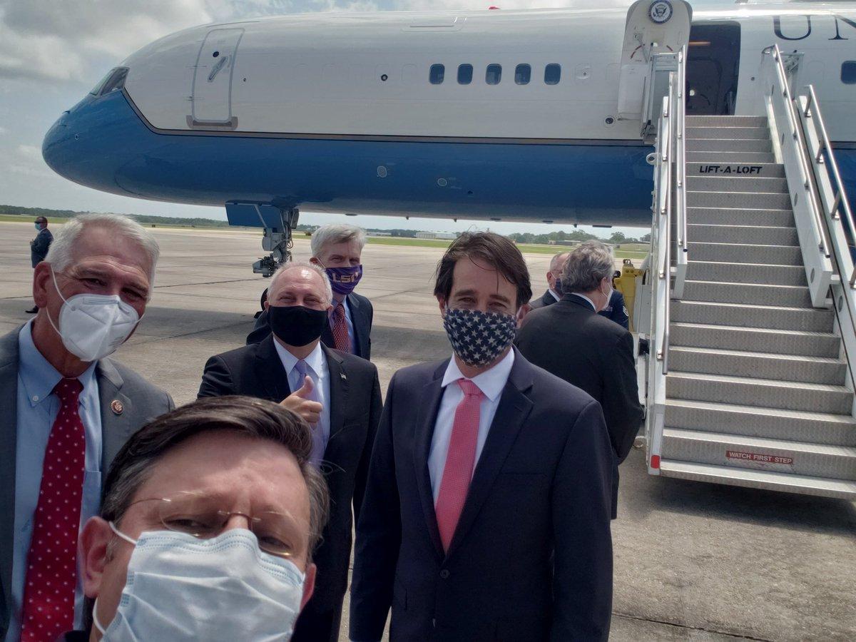 Greeting @VP Pence in Baton Rouge with our Congressional delegation @RepAbraham @SteveScalise @RepGarretGraves @SenBillCassidy @SenJohnKennedy