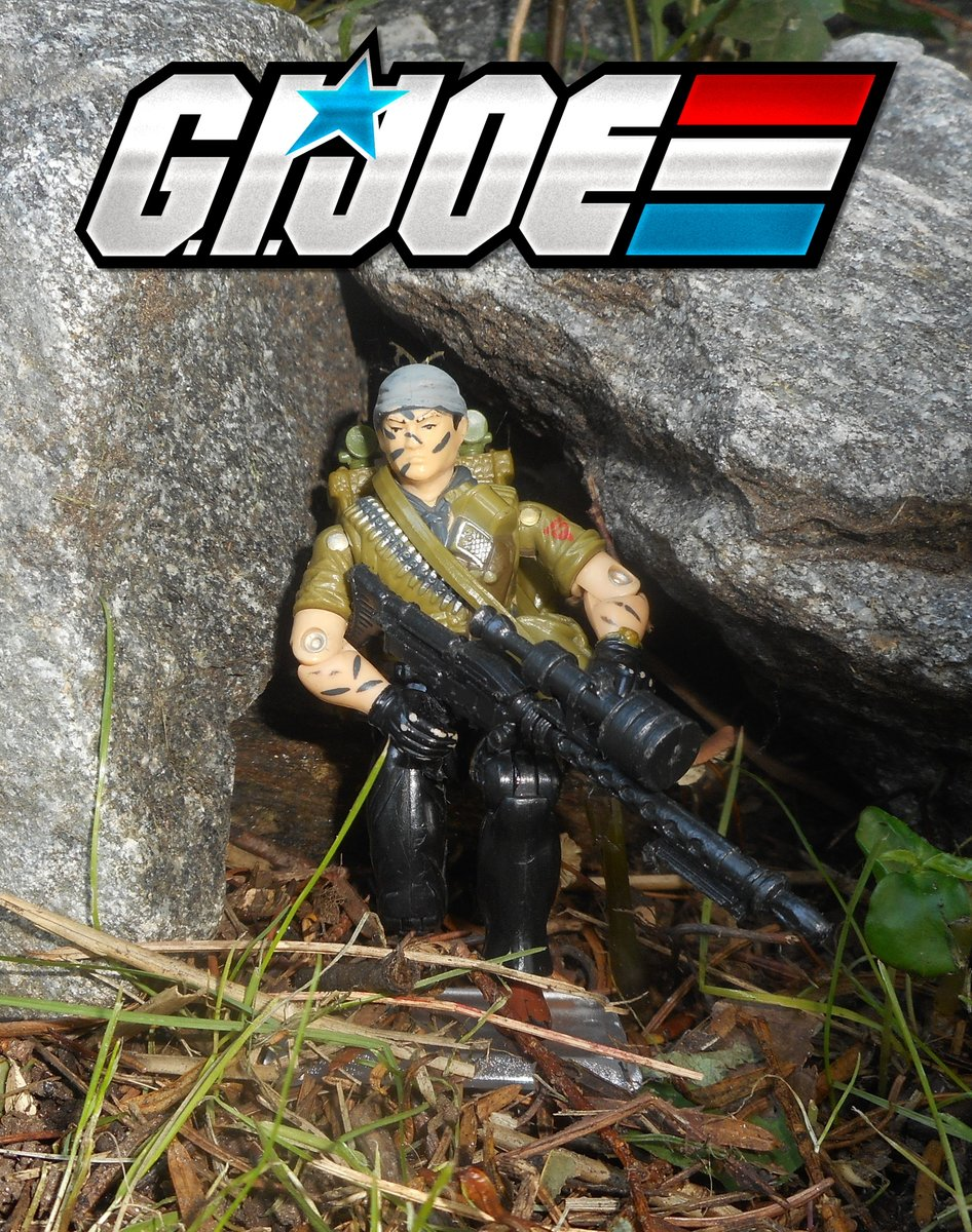 Here's 1987's #TunnelRat, the Joe's EOD expert. Finally completed him with both flashlights,, those things are an $$$ pest. May have to upgrade the figure itself, looks like his bandana was repainted. #GIJoe #Hasbro #Cobra #toyphotography #GIJoeNation  #ARAH #ARealAmericanHero
