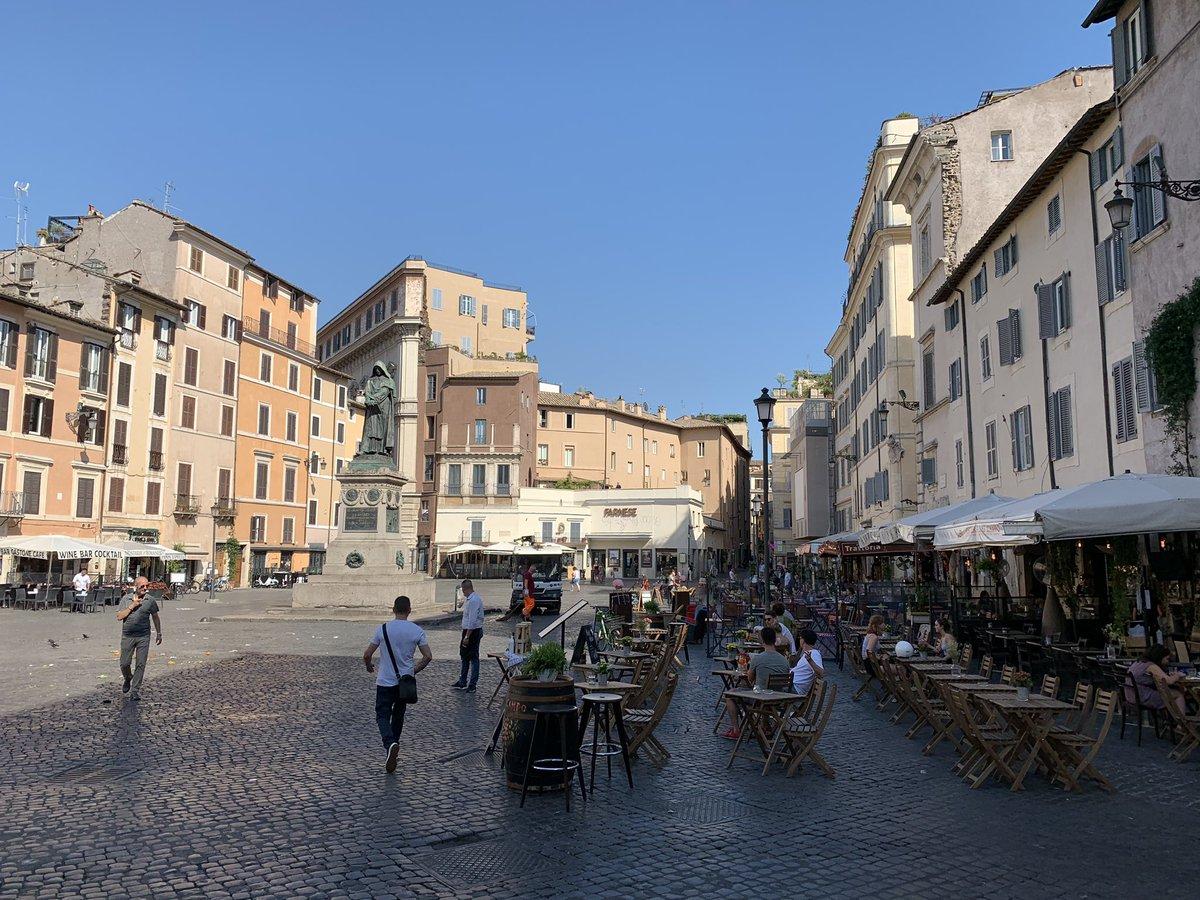 test Twitter Media - Campo de' Fiori ora, verso l'assalto dei tavolini alla statua di Giordano Bruno.  Peraltro più tavolini significa meno spazio per chi sta sulla piazza con conseguente ulteriore assembramento. Pronti per la chiusura della piazza? https://t.co/a317MkUwfR