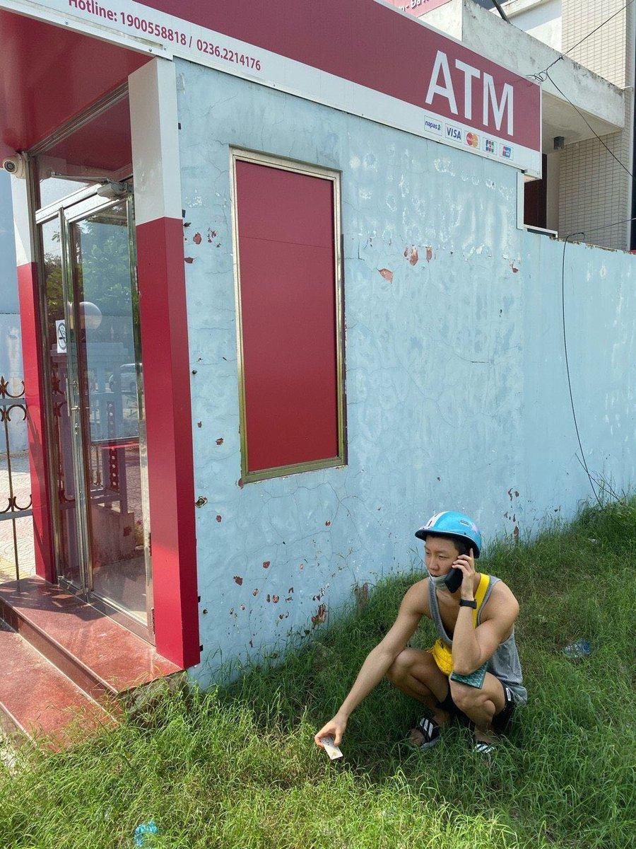 : ไอ่เสือ! อยู่ไหนแล้ว อย่ามัวแต่เล่นดิ เฮียหิวข้าวใส้จะขาดแล้วเนี่ย บัตรATM มันโดนตู้ดูด ให้มันไวๆหน่อย : . . . . #LISAforBRAWLSTARS  #LISA  @BLACKPINK