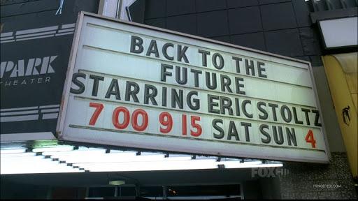 En Fringe hacen un chiste con esto. Cuando están en el universo paralelo unos personajes salen del cine donde están dando BTTF con Eric. Así me enteré yo de esta historia. Gracias Fringe por tanto y perdón por tan poco.