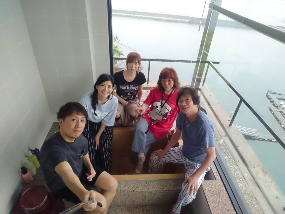 test ツイッターメディア - 淡路島のホテルの檜風呂で家族写真☺️ https://t.co/cGlqaowiT1