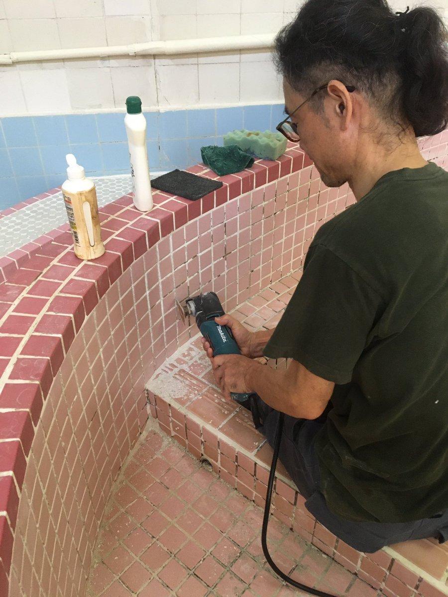 test ツイッターメディア - 昨日は淡路島岩屋の扇湯さんで浴槽の目地詰めのお手伝い。 #淡路島 #岩屋 #扇湯 https://t.co/QsMMNkQD1J