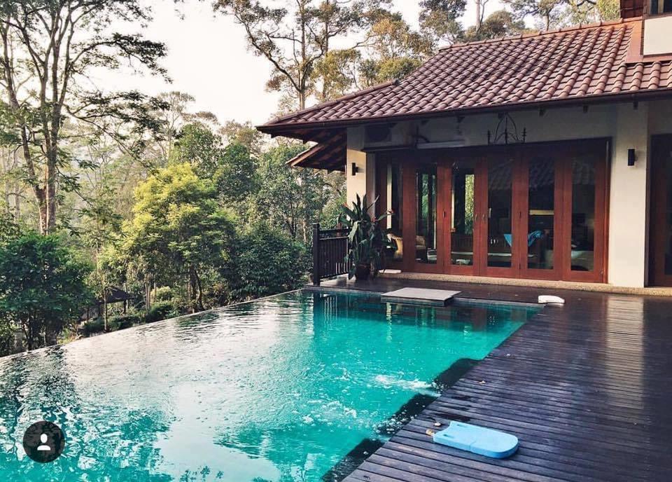 Tak jauhpun dari KL. Kita staycation dan rest dekat Hulu Langat je okey weekend ni. Short trip jer.  📍Gerimis Senja Villa, Hulu Langat, Selangor