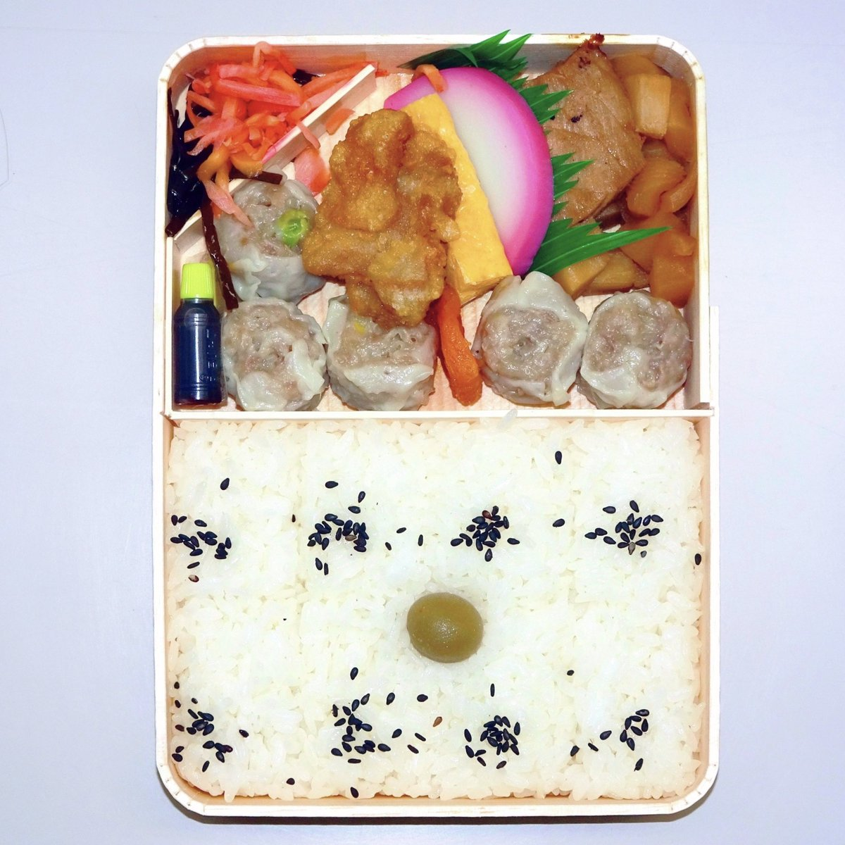 test ツイッターメディア - #崎陽軒  今日の昼ごはんはシウマイ弁当。 https://t.co/cljNUDKpV3