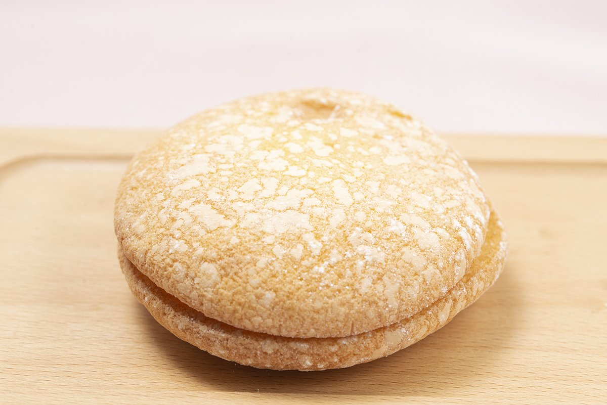 test ツイッターメディア - 本日のおやつ。 亀屋万年堂の「ナボナ 贅沢白桃」! お中元を注文しつつ、自分用に購入。 白桃クリームがふわり。 白桃ジャムがとろり。 そしてナボナの生地がふんわり。 冷やして美味しい甘酸っぱい夏のお菓子です。 お菓子のホームラン王! #ナボナ @kameyamannendo https://t.co/zpAYddy03z