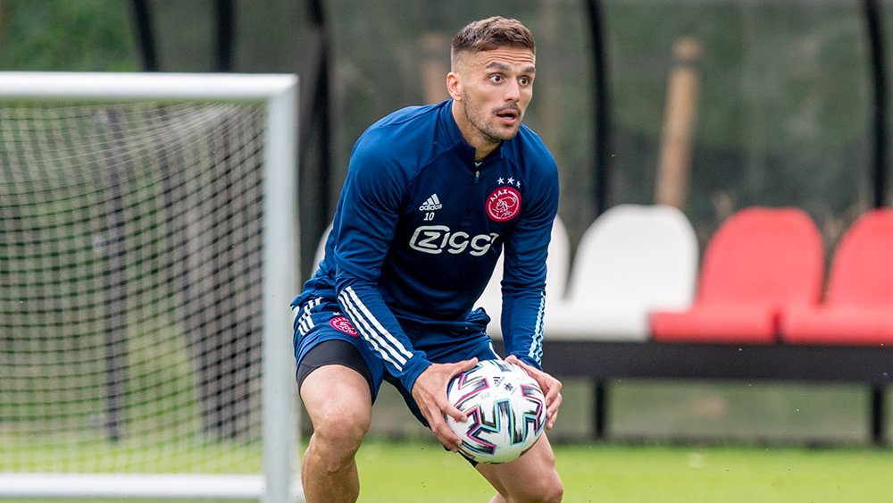 test Twitter Media - What's Tadic looking at? 🧐 https://t.co/FlbwTNiEdI