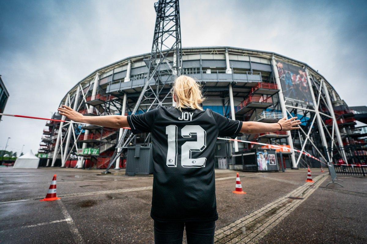 test Twitter Media - 𝐇𝐚𝐩𝐩𝐲 𝐜𝐮𝐬𝐭𝐨𝐦𝐞𝐫𝐬 🛒   Naast de drive-through is ook Feyenoord Fanshop Marathon vandaag open tot 17:00 uur.  #FeyenoordLife https://t.co/ICXFPYHRlt