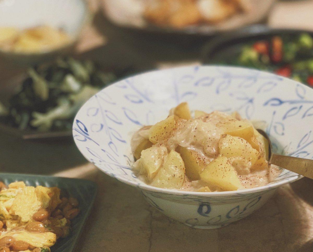 test ツイッターメディア - 山芋、キュウリ、ミニトマト、たまご、わかめ、玉ねぎ、納豆、じゃがいも、以上な食材でやりくりご飯(்ㅂ்)ガンバッタ  片栗粉つけてグリルした山芋に甘めのごま味噌ダレ作ってかけたのと  わかめと玉ねぎの炒め物が特に…人気...  …どんどん無くなっていくので  ユキちゃんと撮れませんでした! https://t.co/QnhEgrQH60