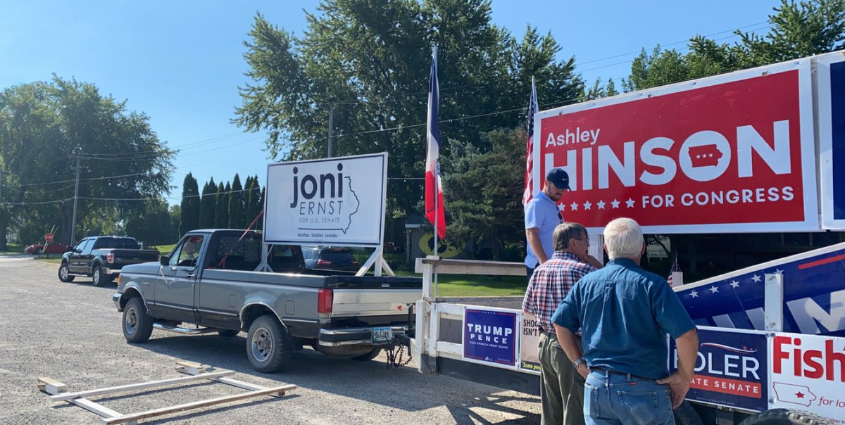 Parade floats are all in for #TeamJoni and #TeamHinson!