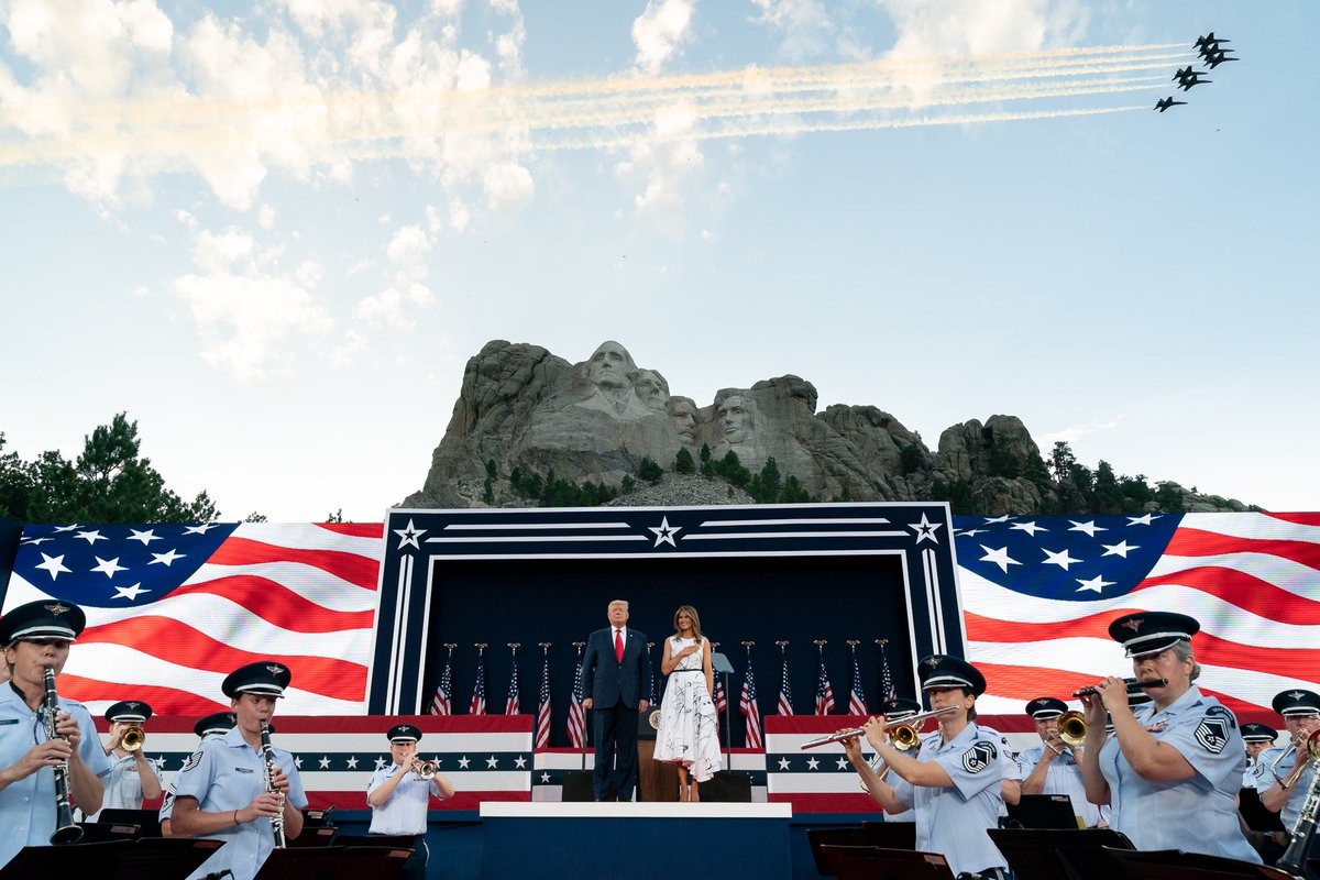 Wonderful evening at the majestic #MountRushmore celebrating the spirit of America's Independence & witnessing a beautiful display of fireworks. Let's reflect on the ideals that make this country great & always remember the blessings of freedom & liberty. #IndependenceDay