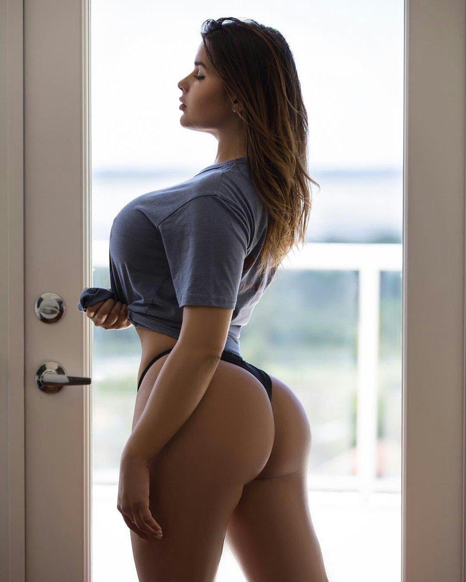 Do you like my shape? Retweet and follow me babes😋