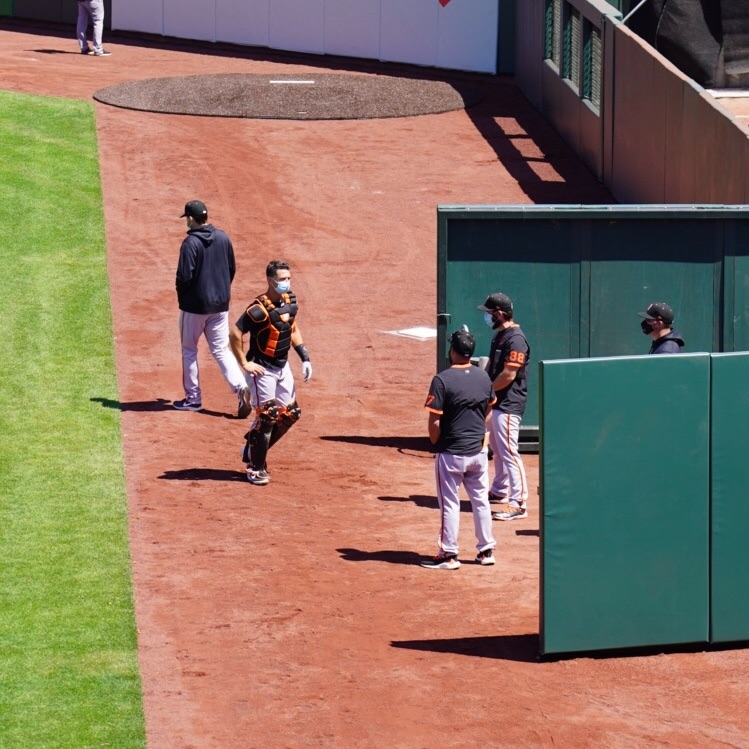If Buster Posey can wear a mask while going through a workout with all his catching gear on, you can wear a mask when you leave the house 👍🏼