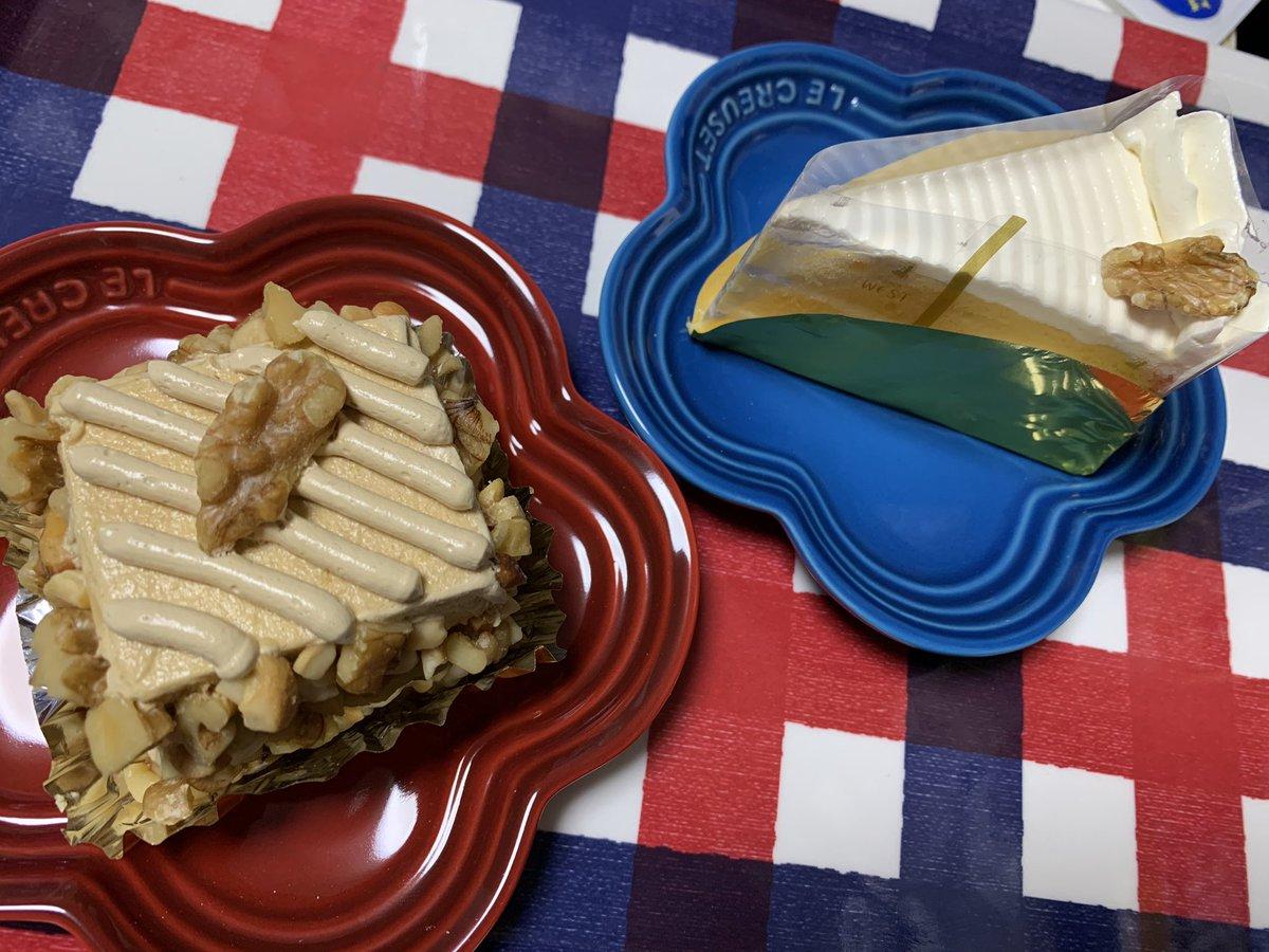 test ツイッターメディア - 今日のお客様用デザート😋 銀座ウエストのモザイクケーキとバターケーキ、モカケーキ(モザイクケーキは先に一切れつまみ食い😎) https://t.co/MCBeFHgAWt