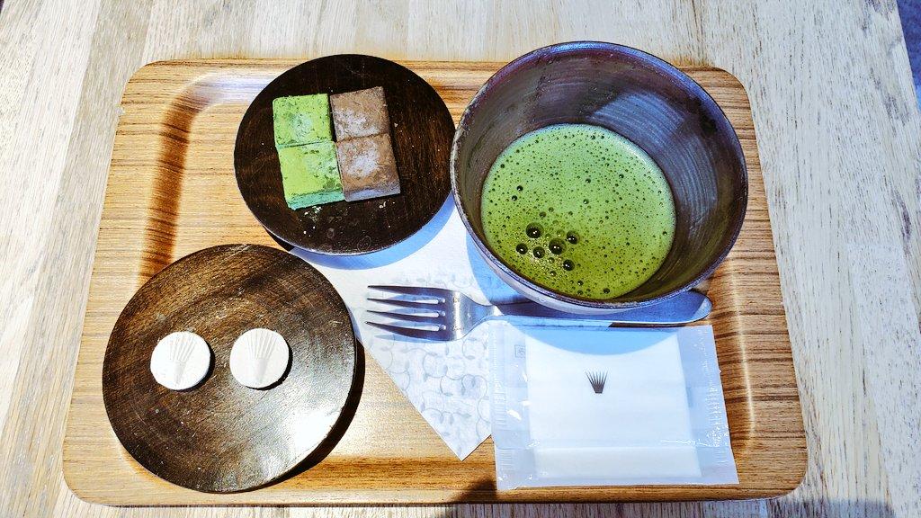 test ツイッターメディア - 久々にお茶を 左のお茶請けは和三盆で、右は抹茶とほうじ茶の生チョコです🤎 https://t.co/Eh08QqGuXb
