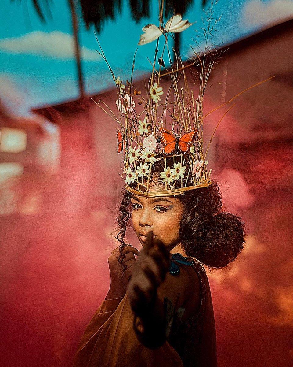 Gente fiz essas Fotos dentro do quintal, usei alguns galhos que encontrei e fiz essa coroa. Gostaram ? ❤️