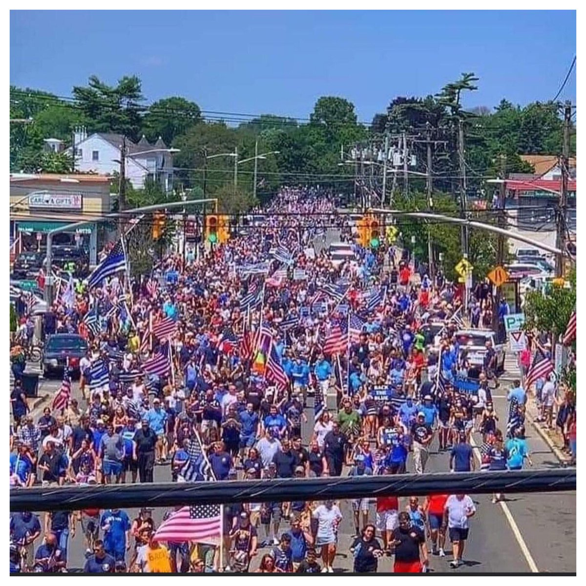 """WE NEED MORE OF THIS ACROSS AMERICA‼️ A Long Island town puts on a """"Pro Police"""" rally & parade, suppprting police. The """"silent majority"""" is no longer silent, pushing back against politicians jeopardizing citizens safety by defunding police on demands from the """"squeaky minority""""🇺🇸"""