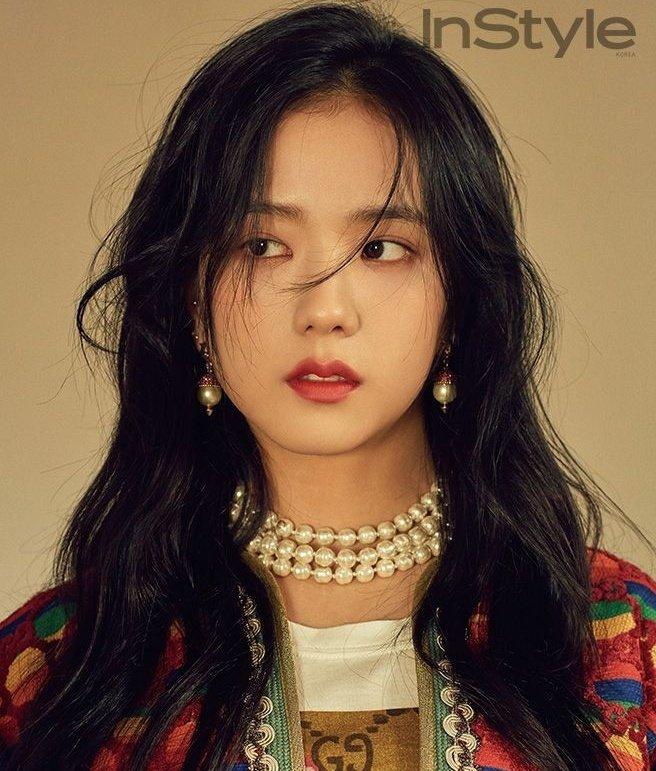 jisoo                   🤝                  irene   serem as duas visuais mais bonitas do kpop inteiro