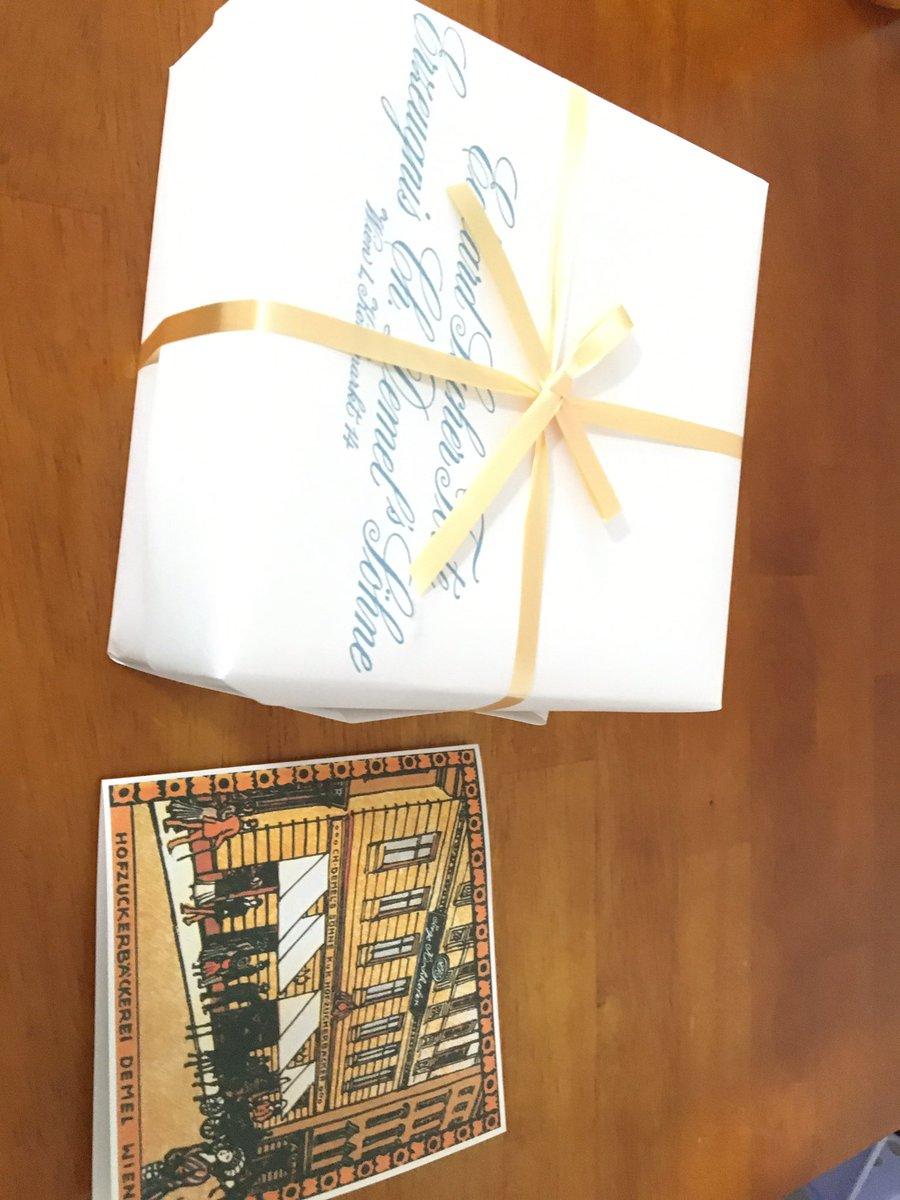 test ツイッターメディア - あざらさんともう1人の友人からデメルのザッハトルテ誕生日プレゼントにもらいました🎉 見た目も高級感あって良いしすごく美味しかった チョコが濃い気がする https://t.co/wWa9xWXTTb