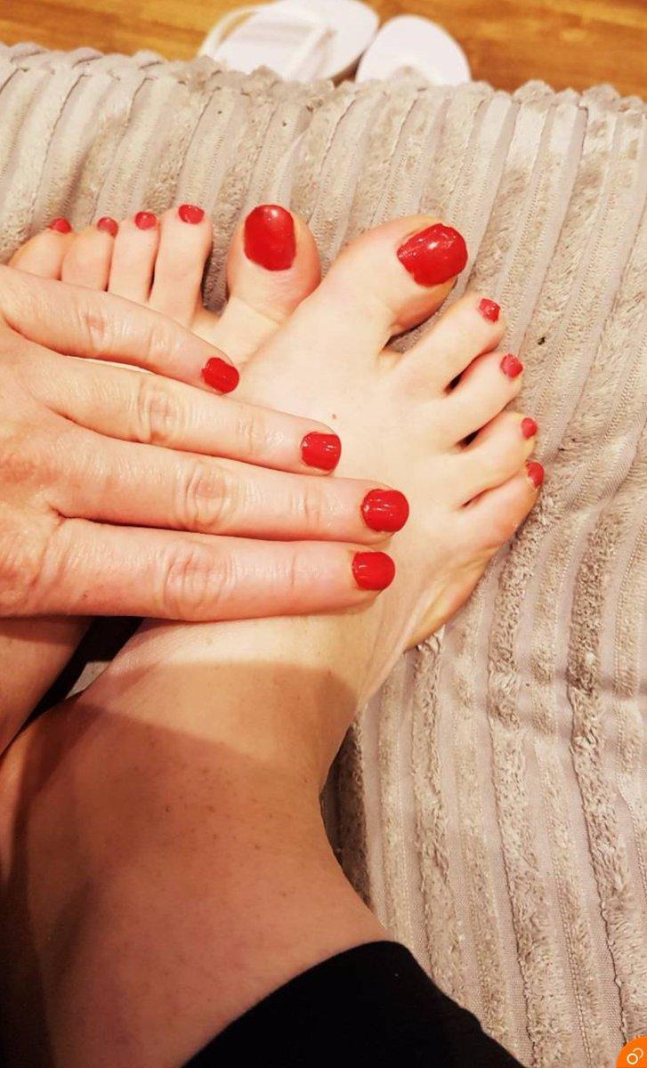 Shall I choose ❤ or 💜  #Feetfettish #feet #toes #nails #feet #feetpicturesforsale @FootParadiseRT @ElitePromoFeet @rt_feet @FootFetishRT @findom4feet @rtfindom