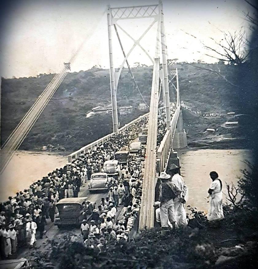 Inauguración del Puente Cuscatlán sobre el río Lempa, 1942