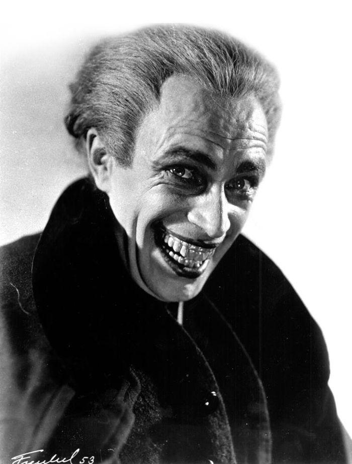 #Joker  El popular villano de #DCComics está inspirado en #Gwynplaine (interpretado por Conrad Veidt) de la película muda #TheManWhoLaughs.
