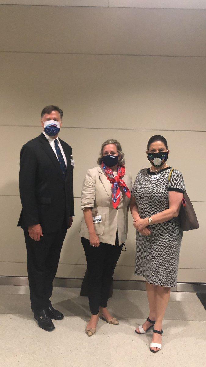 Aquí con el embajador @USAmbMex  y la Jefa de Protocolo de EU