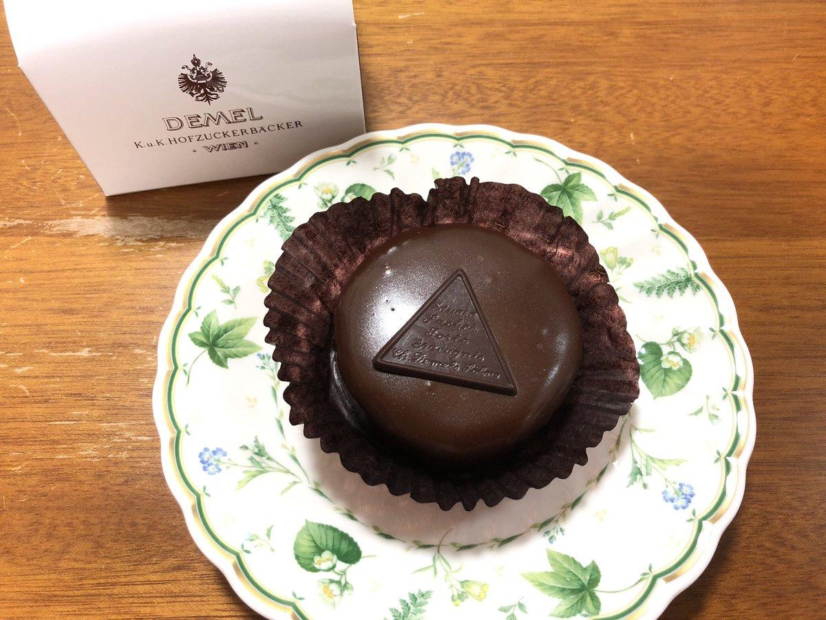 test ツイッターメディア - #チョコレート検定 今年は上級のみ中止だそうです。 去年落ちちゃったのが悔やまれます💦 コロナ対策ができてまた開催される時にはぜひ受検したいです^ ^  去年は帰りにデメルのザッハトルテを買いました💕 https://t.co/kf6n2YH8co