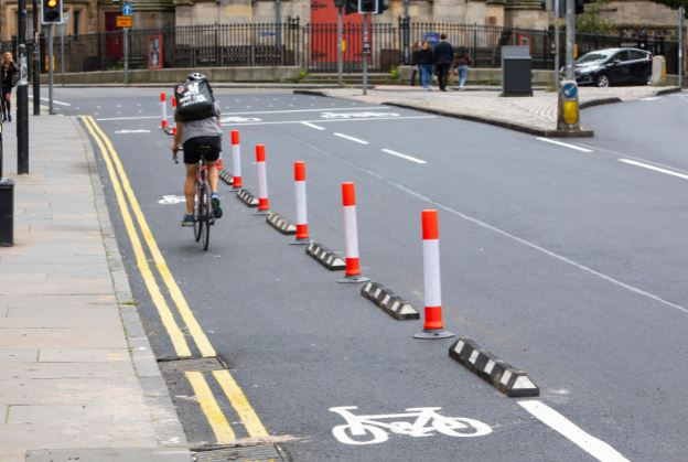 test Twitter Media - Segregated cycleways ✅ Widened pavements ✅ Pedestrianised areas ✅ We're progressing well with plans to provide space for walking + cycling in the city centre + in other parts of Edinburgh. Next, creating more room in local shopping streets https://t.co/SOXtGsP3fi @SustransScot https://t.co/tWsnNCTwK2