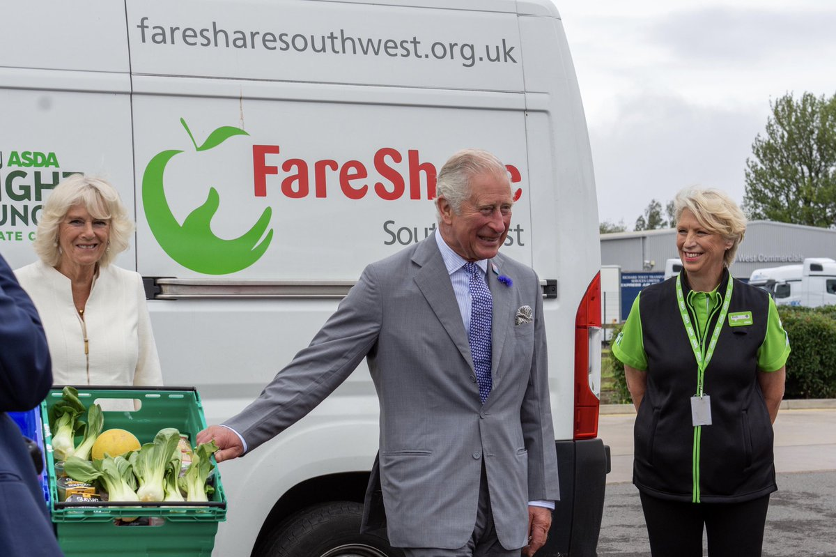 Their Royal Highnesses today thanked @asda staff for all they have done to keep the country's vital food supplies moving throughout the pandemic. 🥫🍞🍏   Since lockdown began, the Bristol Distribution Centre has made over 12,500 deliveries to stores across South West England.