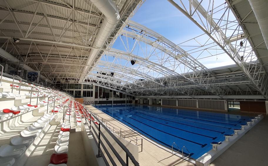 🏊♀️ Les nageurs d'Aix-en-Provence pourront profiter de la piscine en hiver comme en été, grâce à nos collaborateurs d'#EiffageMétal & #EiffageÉnergieSystèmes ! Les équipes ont réalisé les travaux sur le toit de la piscine Yves-Blanc en 2 mois !