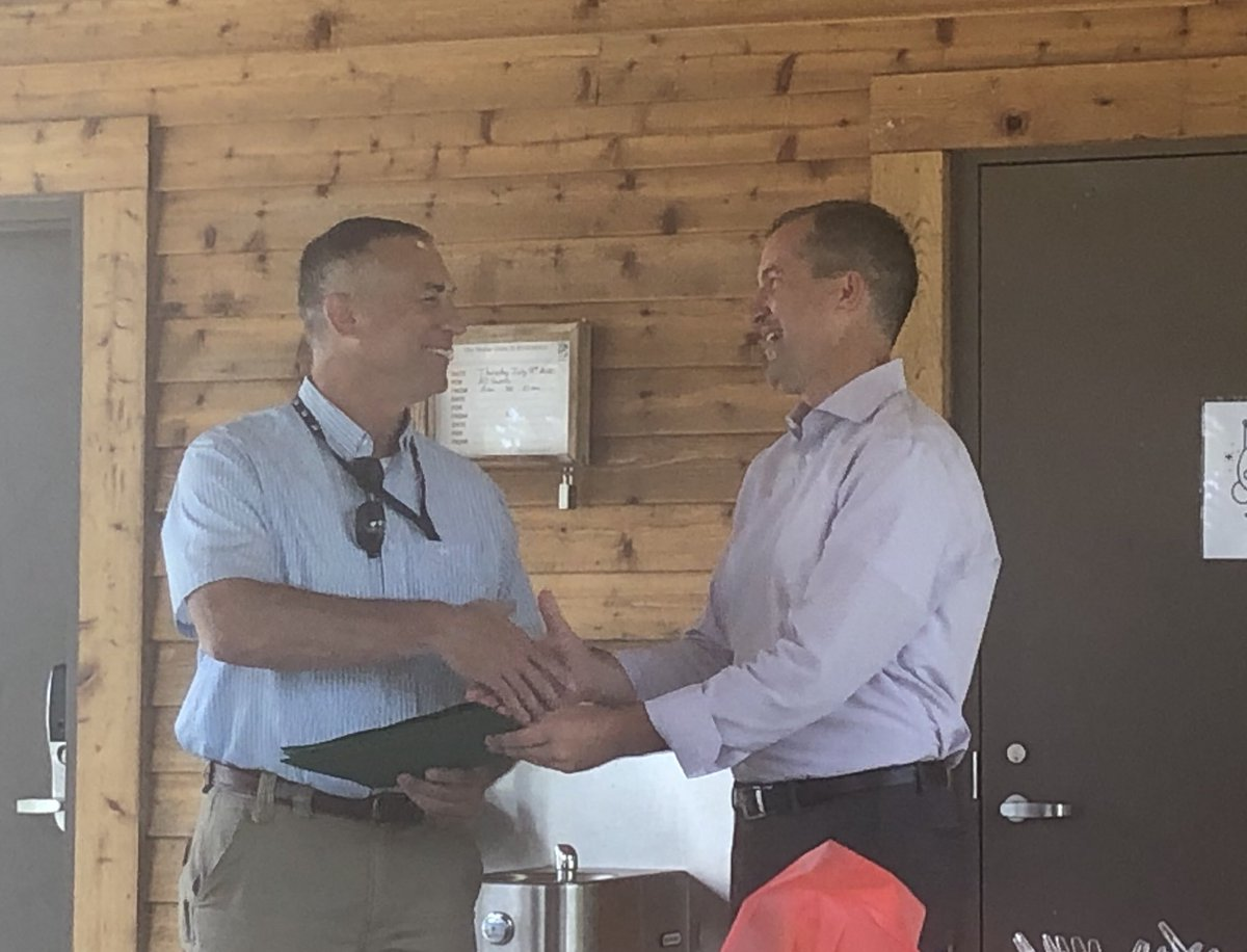 A huge loss for IA as @IowaNRCS Kurt Simon retires this month. Thanks to @IADeptAg and @MikeNaigIA for recognizing Kurt with the Leader in Ag Award at our morning conservation partnership breakfast. Well deserved. Kurt will be missed!