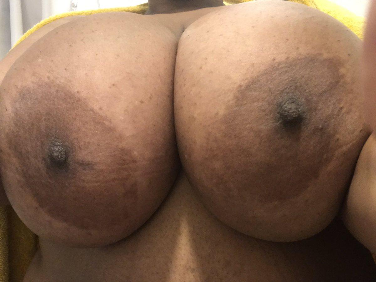 I hope everyone is having a great day💛 #bigboobs #bigbreasted #bigbreasts #huge_knockers #hugetits #hugeboobs