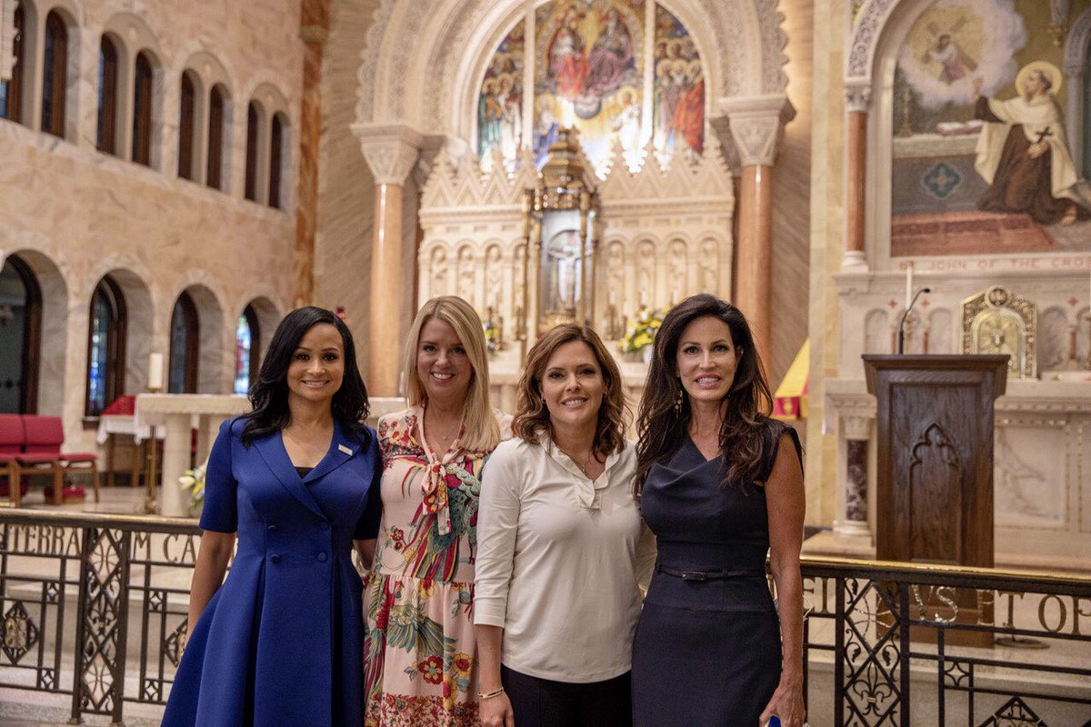 Hey #Wisconsin we are on a @TrumpWomensTour with  @mercedesschlapp @PamBondi & @PYNance @teamtrump come see us!