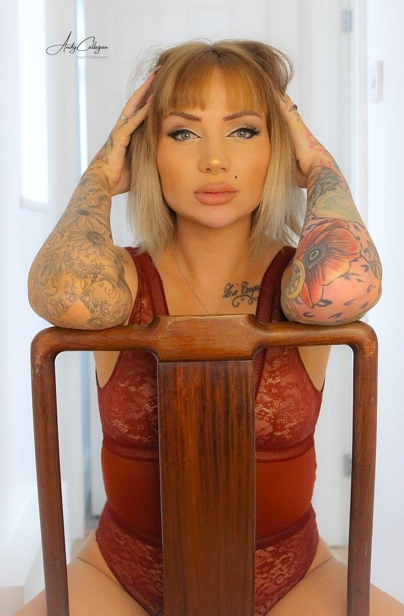 Beauty is in the eyes of the beholder.. Model @iamtorirose_  #inkedgirls #tattooedgirls