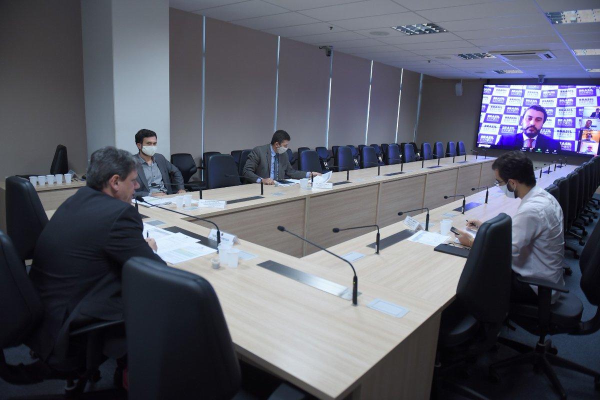 O ministro @tarcisiogdf participou, hoje, do Fórum Nacional Brasil Export, com representantes de diversos setores do transporte do 🇧🇷. Tarcísio mencionou o programa #PróBrasil, que prevê a aprovação de projetos importantes no Congresso Nacional, como o PL do gás e de debêntures.