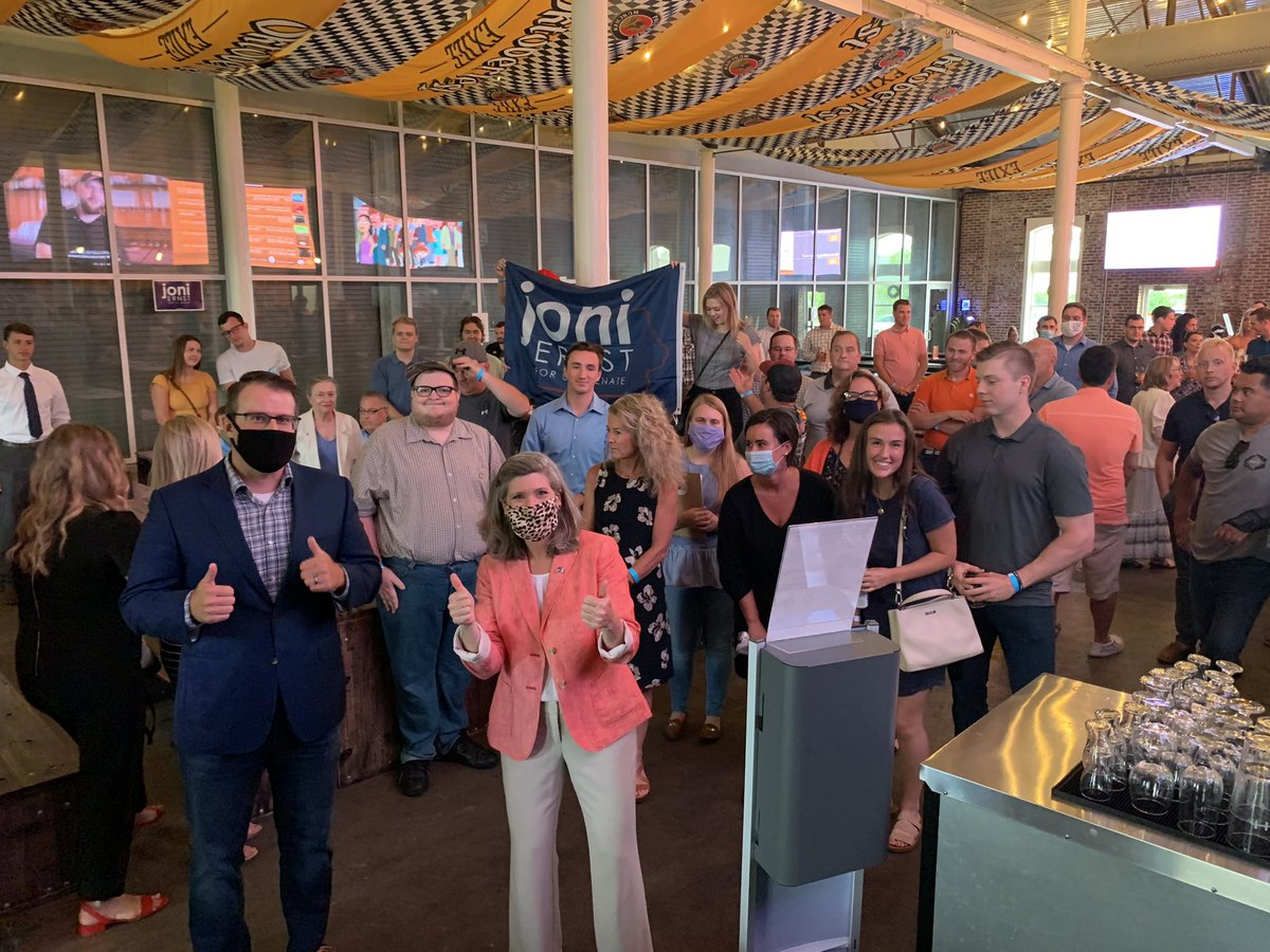 #TeamJoni enthusiasm is through the roof! Thanks @AdamGreggIA and the Young Professionals for Joni coalition for a great happy hour! 🍺🍺 #IAsen