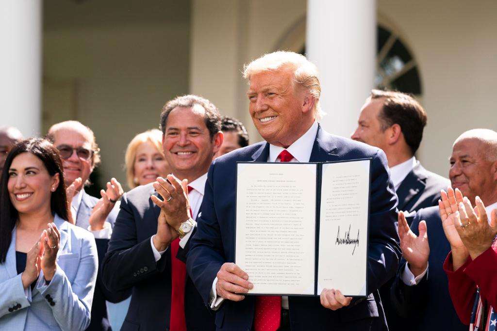 President @realDonaldTrump's executive order today encourages pro-growth, pro-family, and pro-community policies such as school choice, civic education, and more—helping to make sure every member of our country's Hispanic community prospers!  1600 Daily: