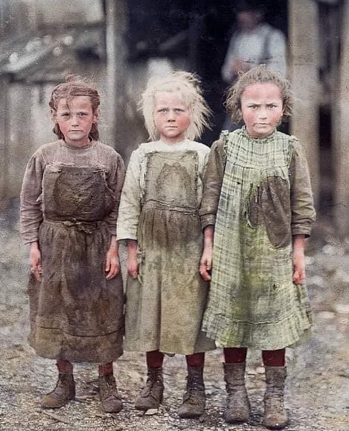 Young oyster shuckers, Josie, six years old, Bertha, six years old, Sophie, ten years old, Port Royal, South Carolina, 1912. Work began at 4 AM. Photo/Lewis Hine