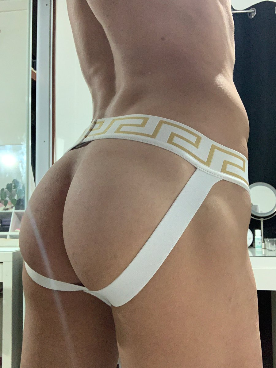 Sign up to my onlyfans for only 4$! Sign up to see all my XXX content, see what I get up up too when I'm horny and make any special requests you might have 😋     #gaytwink #gayboy #gayaussie #versace #jockstrap #onlyfannewbie